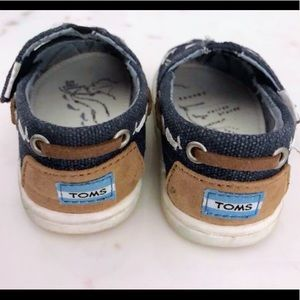 b84e66f9d5f Toms Shoes - OCEANA NAVY WHALE EMBROIDERY TINY TOMS BIMINIS